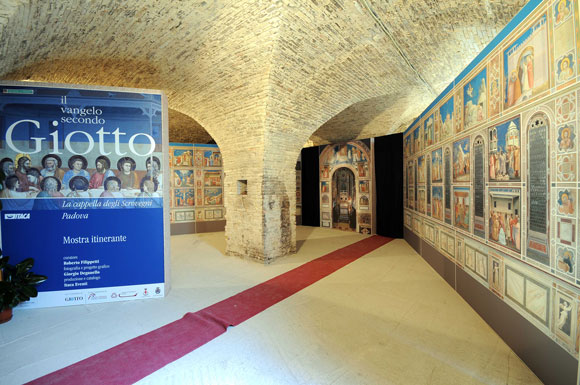 L'allestimento a Cupramontana nelle grotte del monastero