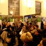 Biassono (MB), inaugurazione - Il pubblico segue la visita guidata di Sandro Chierici