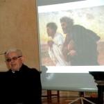 Sesto San Giovanni (MI), presentazione - Don Giovanni Brigatti, parroco di Santo Stefano, che ha promosso la mostra