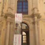 Siracusa - Lo stendardo all'esterno del Palazzo Arcivescovile