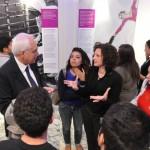 Salerno - Sandro Chierici dialoga con alcuni visitatori della mostra