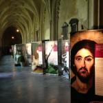 """Liegi (Belgio) - La mostra """"Ils virent et ils crurent """" allestita nel chiostro della cattedrale"""