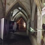 Bolzano - Uno scorcio notturno dell'allestimento nel magnifico chiostro dei Domenicani